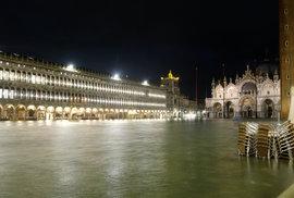 Vydatné deště zaplavily skoro polovinu historického centra Benátek., (13.11.2019).