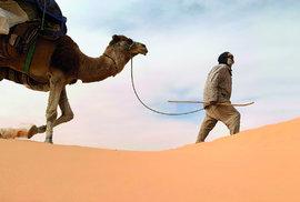 Do pouště za meditací a duševní očistou aneb Stokilometrová pěší pouť Saharou s velbloudí karavanou