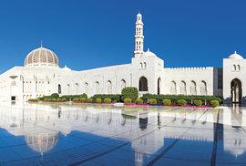 Bohatě zdobená Kábúsova mešita v Maskatu