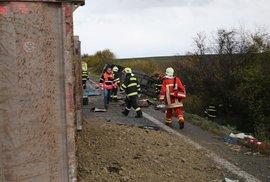 Tragická dopravní nehoda u slovenské Nitry: Autobus se srazil s kamionem.