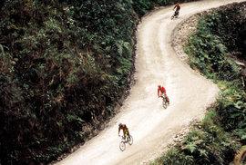 Brzdi, jsi na Cestě smrti aneb Adrenalinový sjezd nejnebezpečnější silnice světa na…