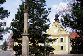 Pranýř v Borovanech je ten nejvyšší u nás, měří téměř devět metrů. Podle pověsti jeho kvádry z Trocnova donesl na ramenou sám Jan Žižka.