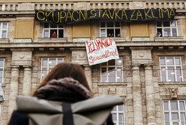 Změnu systému, ne klimatu: Pražská filozofická fakulta se proměnila v baštu…