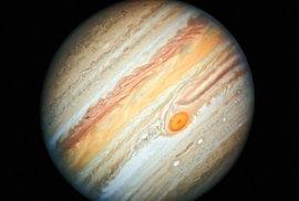 Jupiter na novém snímku z Hubbleova dalekohledu