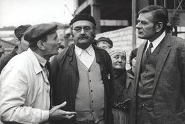 1976 Marečku, podejte mi pero! S Jiřím Sovákem a Václavem Lohniským.