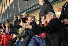 Politické puzzle, Zemanův čestný výkop, svět v pohybu a boj na dvou frontách