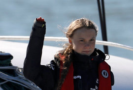 Greta Thunbergová vyráží na plachetnici do Čech protestovat proti plastovým…