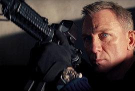 Zbraně, ženy, exploze a kaskadérské kousky. James Bond nemá v novém filmu čas zemřít