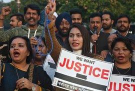 Demonstrace proti znásilňování žen v Indii.