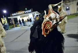 Krampus v Praze. Strašidelní čerti v dokonalých maskách ovládli pražské výstaviště