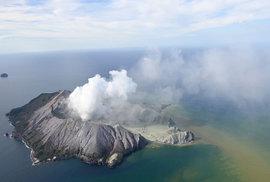 Na Novém Zélandu vybuchla sopka. V okolí byla stovka lidí, zatím je jeden mrtvý a desítky nezvěstných