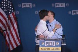 """Nenápadný favorit Pete Buttigieg. """"Bílý Obama"""" může být první, kdo si do Bílého domu…"""