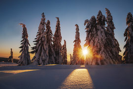 Ač zima vhorách nemusí být pro každého, tyto zimní momenty při západu slunce tam nahoře vytvoří nezapomenutelnou vzpomínku vkaždém