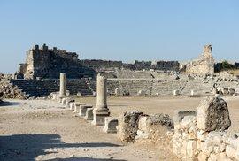 Hrobka Harpyjí. Tak je označován monumentální kamenný sarkofág v ruinách antického…