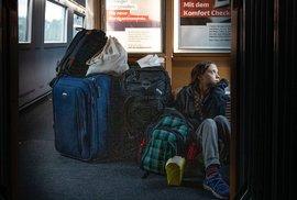 Greta Thunbergová v německém vlaku na cestě domů do Švédska.