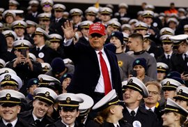 Prezident Donald Trump na každoročním fotbalovém utkání armády a námořnictva na Lincoln Finnanical Field (14.12.2019)