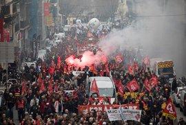 Francouzi znovu protestovali proti Macronově důchodové reformě (17. 12. 2019)