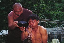 Buddhistický klášter Tham Krabok: Místo poslední naděje pro notorické alkoholiky a…
