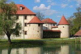 Byť se Otočec proměnil na zámek, pořád si zachoval spoustu prvků hradu