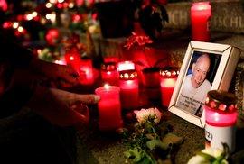 Lidé v Berlíně uctili památku obětí teroristického útoku.
