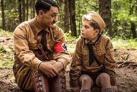 Jen si tak trochu zahajlovat v pokojíku s Hitlerem. Film Králíček Jojo je nejlepší…
