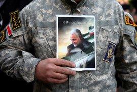 Íránci vyšli po smrti Kásema Solejmáního do ulic.