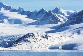 Arktická scénérie v Medvědím fjordu (Bjørnfjorden)