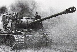 Sovětské tanky IS-2 v Budapešti.