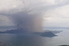 Filipínská sopka Taal se probudila k životu, (13.01.2019).