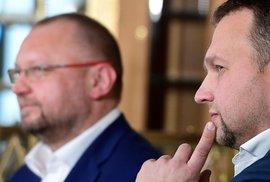Jan Bartošek a poslanec Marian Jurečka během debaty kandidátů na předsedu KDU-ČSL (17. 1. 2020)