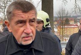 Na místo tragického požáru ve Vejprtech dorazil premiér Andrej Babiš.