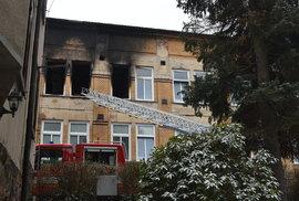 Osm obětí požáru v domově důchodců ve Vejprtech: Jde o muže s mentálním a…