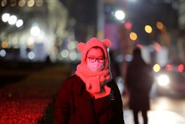 Čínu děsí nový typ koronaviru. Obyvatelé nosí roušky