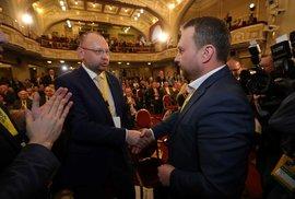 Mimořádný sjezd KDU-ČSL: Bartošek gratuluje Jurečkovi (25.1.2020)