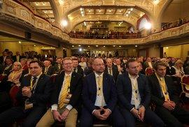 Mimořádný sjezd KDU-ČSL: V první řadě Usedli mj. Zdechovský, Bělobrádek, Bartošek a Jurečka (25.1.2020)