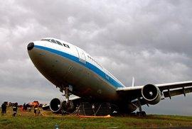 K letadlu s 83 lidmi, které spadlo v Afghánistánu, se nikdo nehlásí. Osud cestujících a posádky není znám