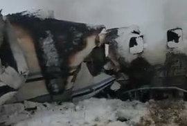 snímek havarovaného letadla s 80 lidmi v Afghánistánu.
