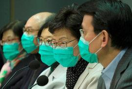 Hongkongská správkyně Carrie Lamová objasnila nová opatření kvůli koronaviru: Omezení rychlovlaků, trajektů i letecké dopravy (28.1.2020)