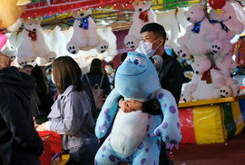 Obavy z koronaviru provází i Hongkong, který ruší lety či trajektové spojení s pevninskou Čínou (28.1.2020)