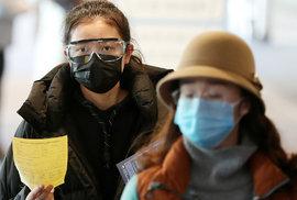 Obavy z koronaviru zasáhly i Jižní Koreu, ke kontrolám dochází i na letišti v Incheonu (29.1.2020)