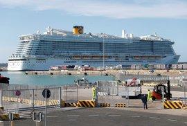 Tisíce cestujících uvázly na palubě výletní lodi v přístavu města Civitavecchia severně od Říma, u dvou čínských pasažérů existuje podezření na koronavirus.