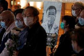 Smrt lékaře z Wu-chanu vyvolala v Číně vlnu rozhořčení, ale i soucitu