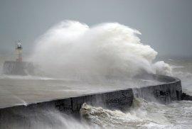 Orkán Sabine na pobřeží Velké Británie (9. 2. 2020)
