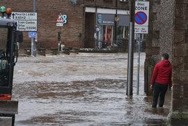 Bouře Sabine (Ciara): V anglickém Appleby-in-Westmorland se potýkají s lokálními záplavami (9.2.2020)