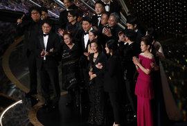 Jihokorejský snímek Parazit posbíral na Oscarech nejvíce ocenění. Dostal ceny za nejlepší film, pro režiséra, zahraniční film a původní scénář
