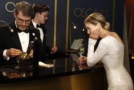 Renée Zellwegerová čeká u rytce na své jméno