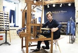 Na historickém tkalcovském stavu vznikají jediné džíny s původem přímo v Nîmes