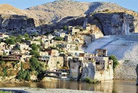 Z Hasankeyfu dnes zbyly jen ruiny a část města už je zcela pohlcená vodou
