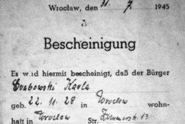 """Potvrzení v němčině, že Karla Wolff, rozená Grabowska, byla obětí """"hitlerismu"""", a proto nemá být zařazena na nucenou práci pro Němce a je jí zaručen volný pohyb po Vratislavi"""