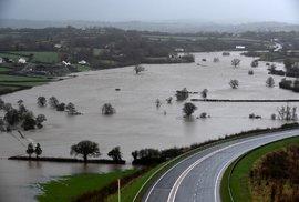 Velkou Británii pustší bouře Dennis. Velká voda se přihnala do jižního Walesu. (16.2.2020)